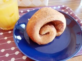 大人気のシナモンロール cafe カフェ tauko