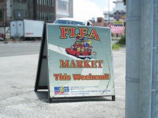 米軍基地内フリーマーケット入口