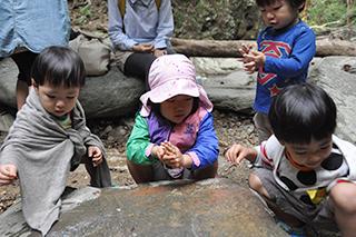 普久川の滝 水遊び